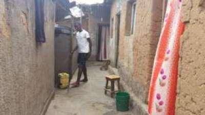 Etudiant logé dans un quartier populaire à Bujumbura (photo BBC)