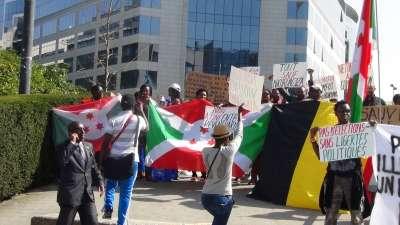 L'ADC-IKIBIRI manifeste devant le siège des institutions de l'union Européenne-UE