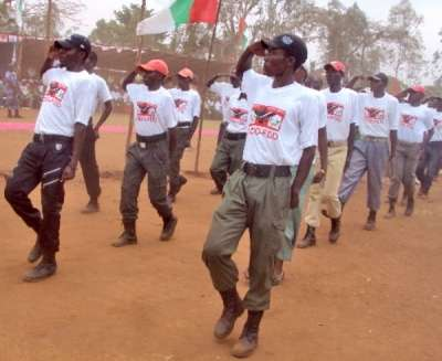 Distribution des armes dans la commune de Ntahangwa, en mairie de Bujumbura.